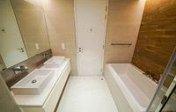 LvO1PKpd1-5.Ванная комната в главной спальне 1.jpg